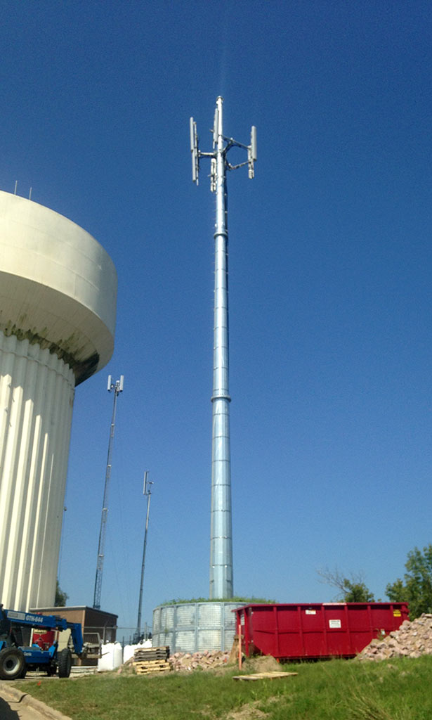 Verizon/Sioux City, Iowa communications cell monopole with antennas